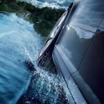 Μάθε ποιούς κινδύνους κρύβει η οδήγηση σε βρεγμένο οδόστρωμα
