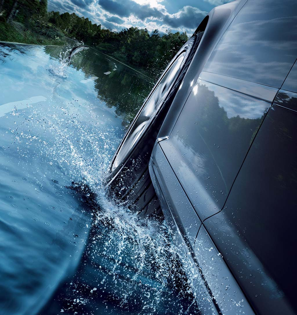 Find out what dangers poses driving on a wet road